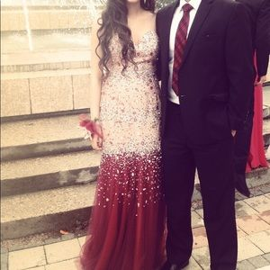 Elegant FIRE dress! Perfect for prom